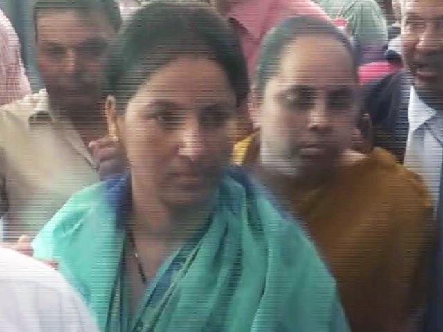 Videos : मनोरमा देवी ने किया सरेंडर, कोर्ट ने 14 दिन की न्यायिक हिरासत में भेजा