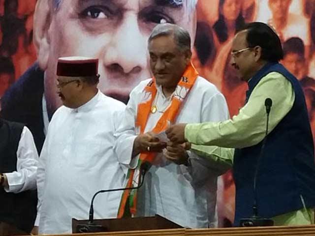 Videos : उत्तराखंड में विजय बहुगुणा समेत कांग्रेस के नौ बागी विधायक भाजपा में शामिल