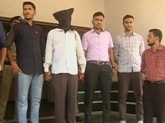 Video : गुजरात : गोधरा ट्रेन आगजनी मामले का मुख्य आरोपी फारुक भाना 14 साल बाद गिरफ्तार