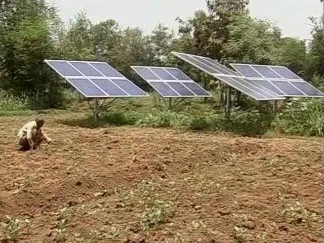 Video : गुजरात के एक गांव में किसान कर रहे सौर खेती, हो रही है सौर क्रांति