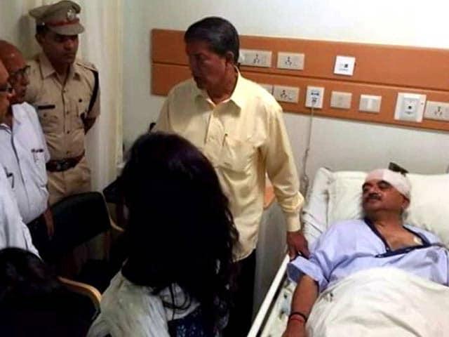 Video : Mob Attacks BJP MP Tarun Vijay Outside Uttarakhand Temple
