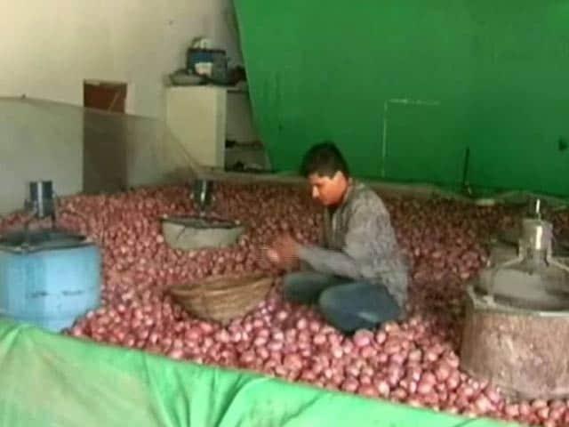 Videos : किसानों के लिए वरदान बना प्याज़ स्टोर करने का यह अनोखा तरीका