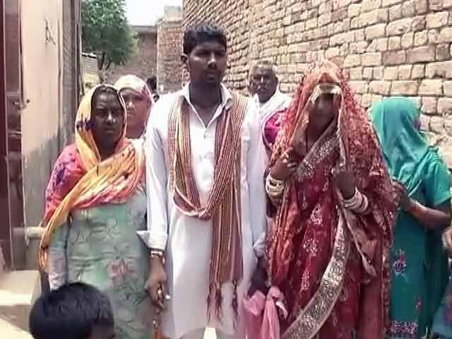 Videos : कुरुक्षेत्र : दलित दूल्हे के घोड़ी चढ़ने से नाराज दबंग, पुलिस पर भी किया पथराव