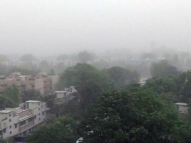 Videos : भीगी-भीगी-सी दिल्ली, आखिर गिरा पारा