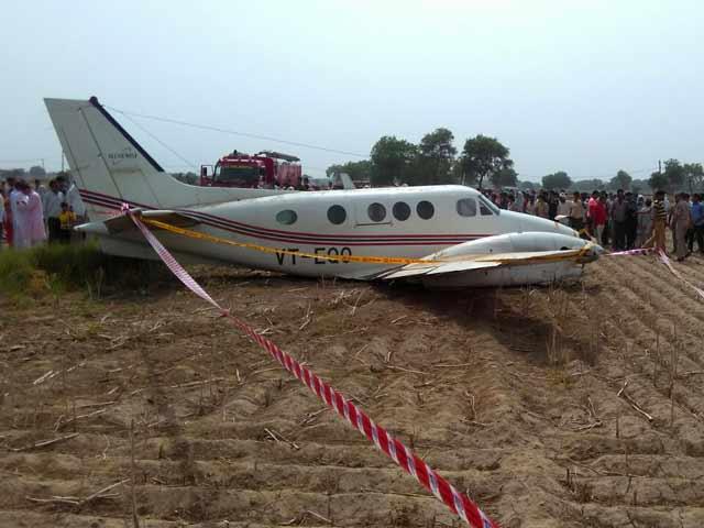 Videos : इंडिया 7 बजे : पटना से आ रही एयर एंबुलेंस की दिल्ली में इमरजेंसी लैंडिंग