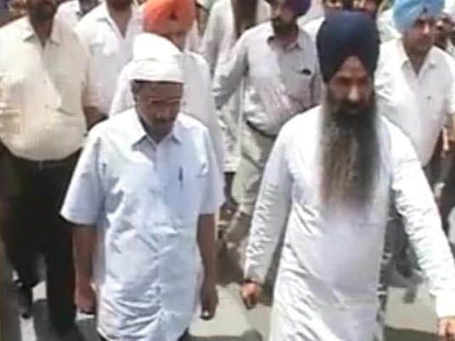Video : Arvind Kejriwal Woos Deras, Eyes Religious Vote Bank In Punjab