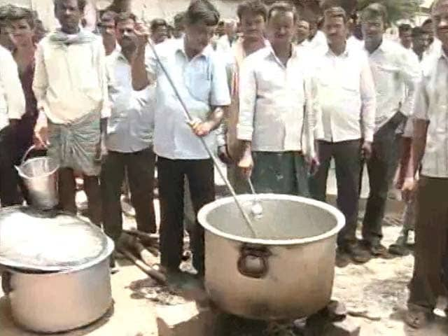 Video : In Telangana Chief Minister KCR's Hometown, A Protest 'Cookout' By Farmers