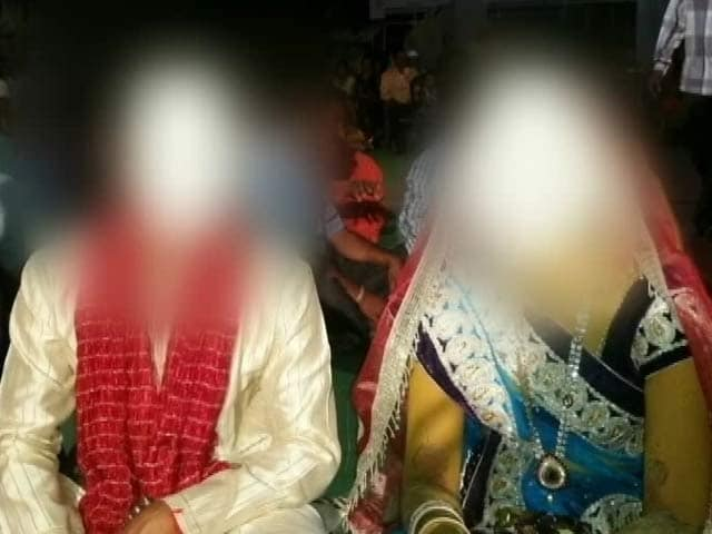 Videos : अहमदनगर : कौमार्य परीक्षण में फेल हुई लड़की तो पंचायत ने तोड़ दी शादी...