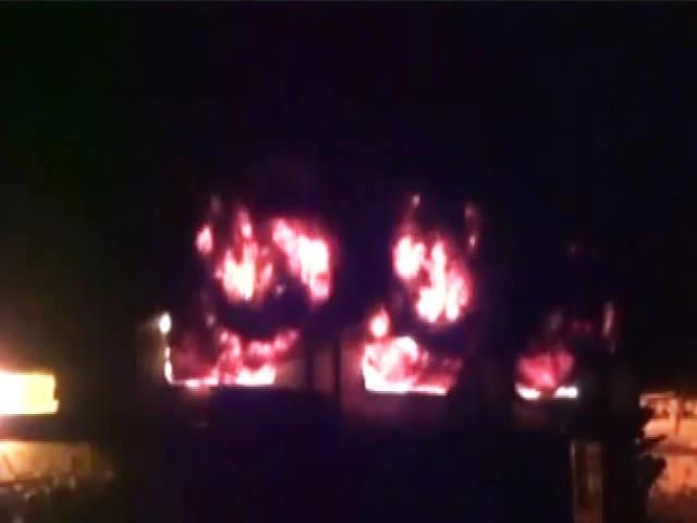 Video : भिवंडी : कपड़ा रंगने वाली फैक्टरी में आग, भारी नुकसान की खबर