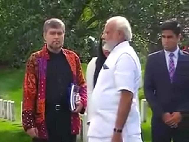 Videos : अमेरिका एयरपोर्ट पर पीएम मोदी का शानदार स्वागत