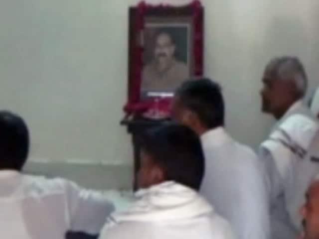 Videos : मथुरा हिंसा : मुकुल द्विवेदी के परिवार ने पूछा, 'सुरक्षाकर्मियों पर कार्रवाई क्यों नहीं'