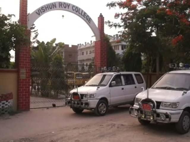 Videos : फर्जी टॉपर मामला : विशुन राय कॉलेज सील, प्रिंसिपल बच्चा राय फरार