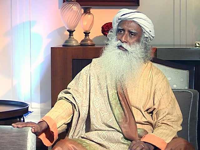 Videos : बीफ पर पाबंदी नरमी से लागू हो : सद्गुरु जग्गी वासुदेव