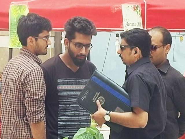 Video : Chhupa Rustam's Bodyguard At Their Service