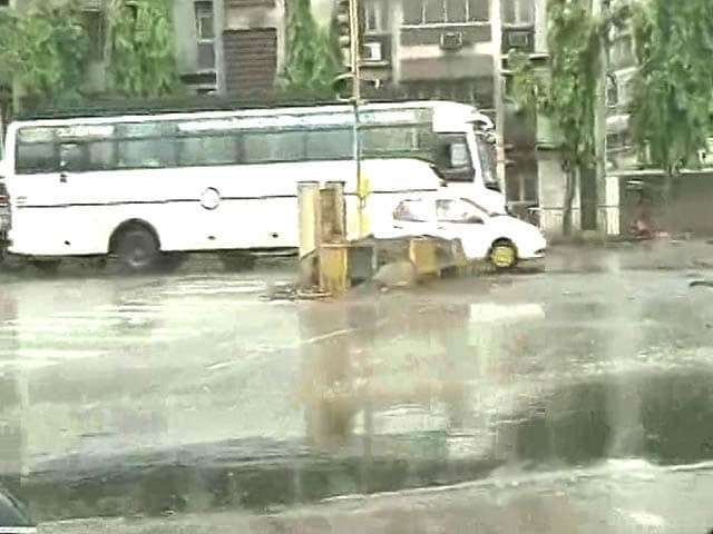 Video : Pre-Monsoon Showers In Mumbai Bring Relief From Soaring Temperatures
