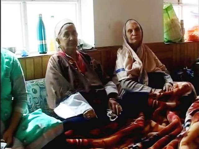 Video : Kashmiri Pandits Arrive In Valley To Celebrate Annual Kheer Bhawani Festival