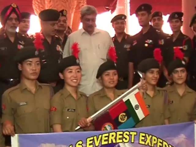 Videos : एनसीसी की नौ लड़कियों ने माउंट एवरेस्ट पर फहराया तिरंगा