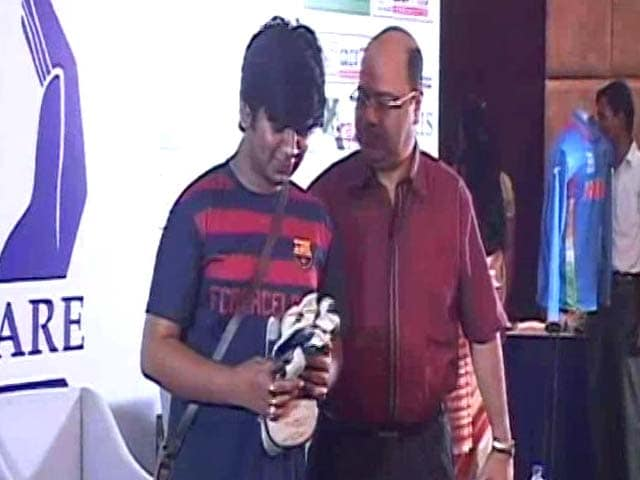 Video : Leander Paes' Racquets, MS Dhoni's Kits Auctioned For Charity