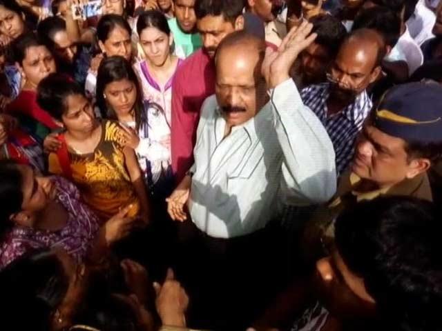 Video : यवतमाल : जब शिवसेना एमएलए ने आपा खोया