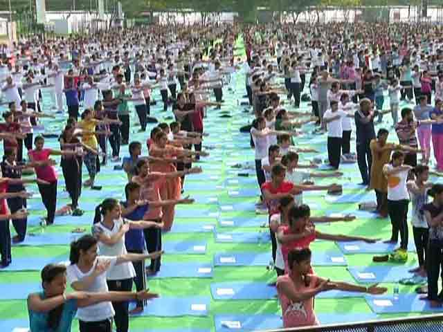 Videos : योग दिवस : दिल्ली में कनॉट प्लेस के अलावा 6 अन्य जगहों पर कार्यक्रम