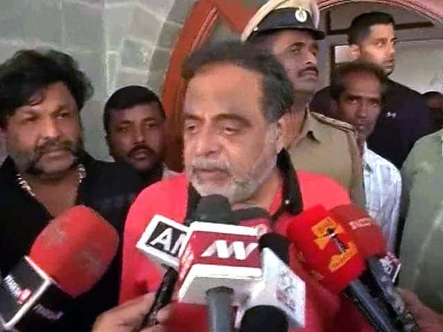 Video : Am Not A <i>Chappal</i>, Says Actor Ambareesh About Being Sacked As Minister