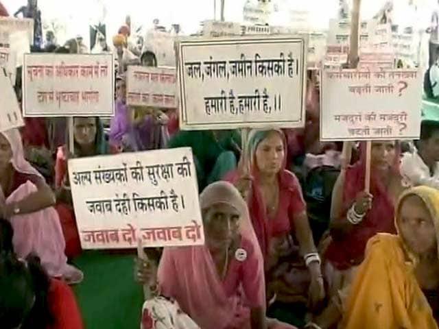 Video : राजस्थान में उठी मांग - सिर्फ़ वादों से नहीं चलेगा काम, सरकारी कर्मचारियों की जवाबदेही तय हो