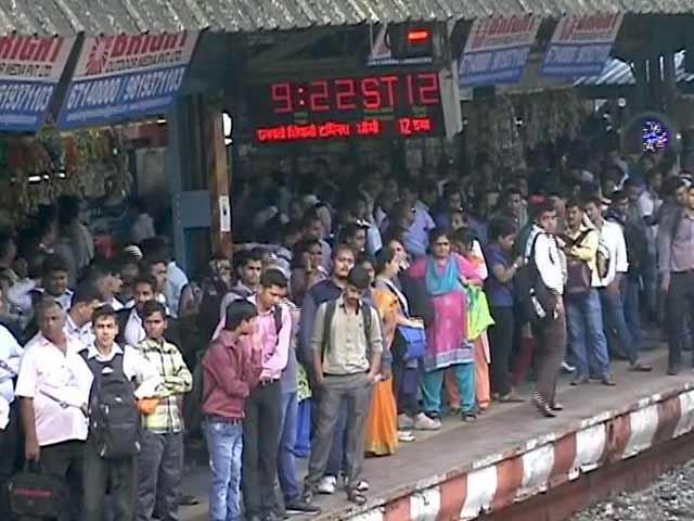 Video : मुंबई में मॉनसून आते ही खुली रेलवे की कलई
