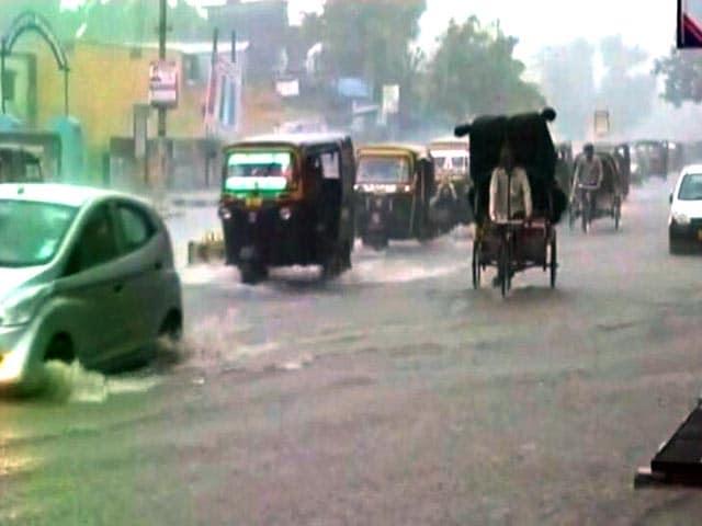 Videos : बिहार : बिजली गिरने से 46 लोगों की मौत