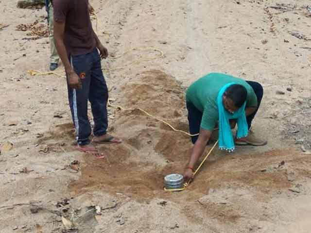 Video : With No Gear, These Men Defused A Bomb In Maoist-Hit Chhattisgarh
