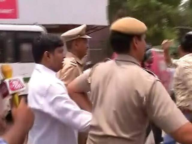 Video : 'Emergency In Delhi': Tweets Arvind Kejriwal After AAP Legislator Arrested