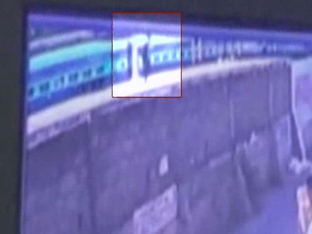 Video : Infosys Techie Murder: Suspected Killer's Escape Caught On Camera