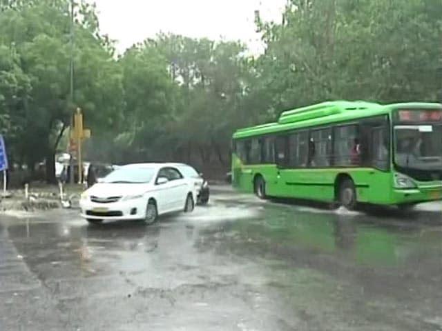 Video : Overnight Rain Brings Down Temperature In Delhi