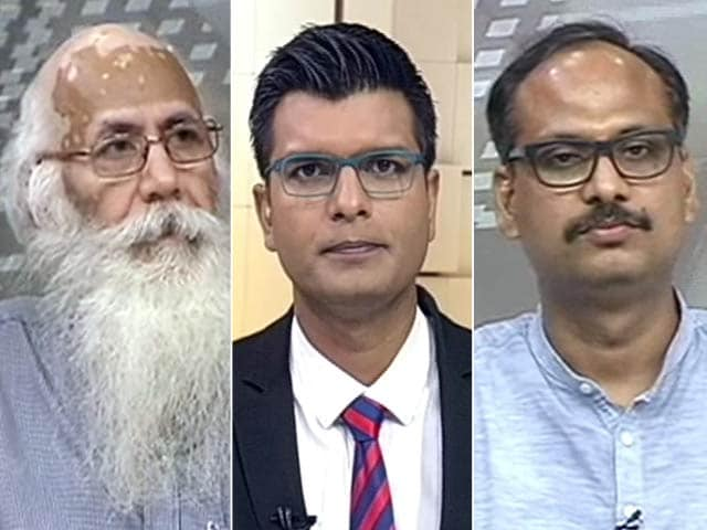Videos : बड़ी खबर : वेतन आयोग लागू, लेकिन कर्मचारी खुश नहीं...