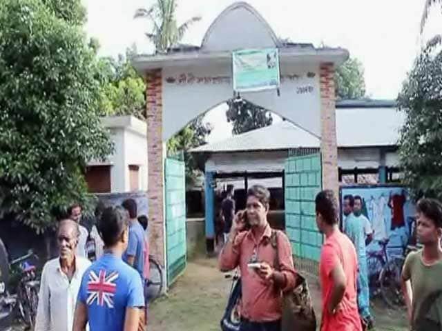 Videos : बांग्लादेश में एक और हिंदू पुजारी की हत्या, जिनाइदा ज़िले की यह घटना