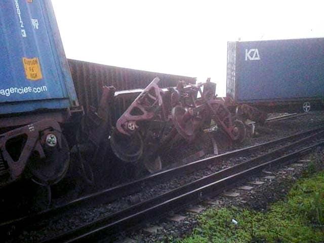 Video : महाराष्ट्र : दहानु के पास मालगाड़ी के 11 डिब्बे पटरी से उतरे, कई ट्रेनें रद्द