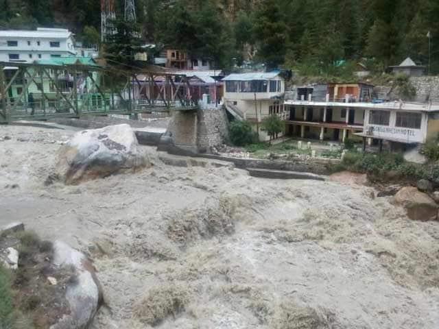 Videos : गोमुख ग्लेशियर का एक टुकड़ा टूटकर भागीरथी नदी में गिरा