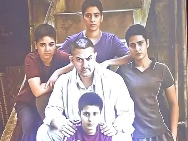 Video : Aamir Launches <i>Dangal</i> Poster, Says It's the Film's 'Main Thought'