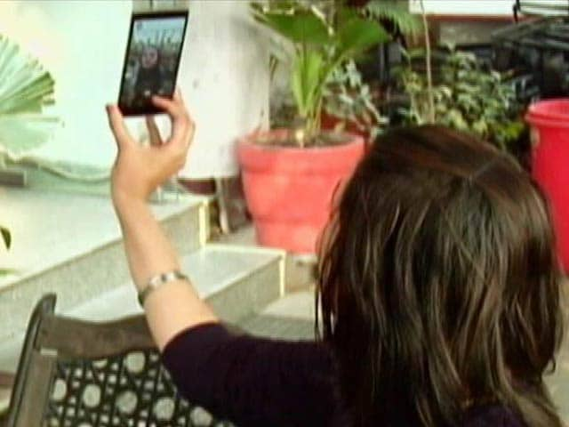 Video : Taking Selfies Could Be Dangerous For You