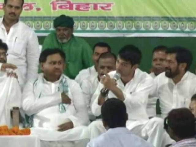 Video : Lalu Yadav's Rescue Act As Minister Son Tej Pratap Rows With Journalists