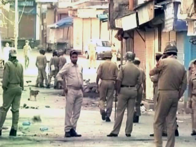 Videos : इंडिया 9 बजे : आतंकी की मौत पर घाटी में बवाल