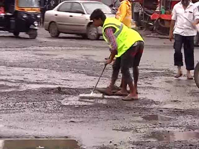 Video : Mumbai Mayor Takes To Streets To Inspect Pothole-Preparedness