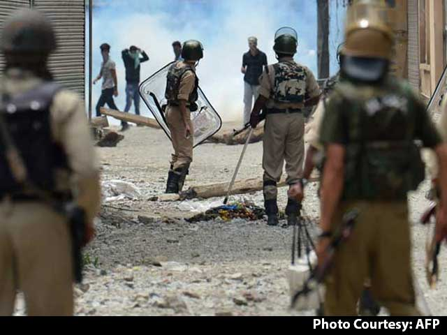 Video : 21 Dead In Kashmir Clashes, Separatists Asked To Help Restore Peace