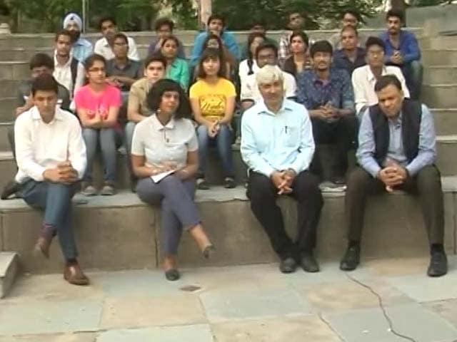 Video : AAP Demands Quota For Local Students In Delhi University