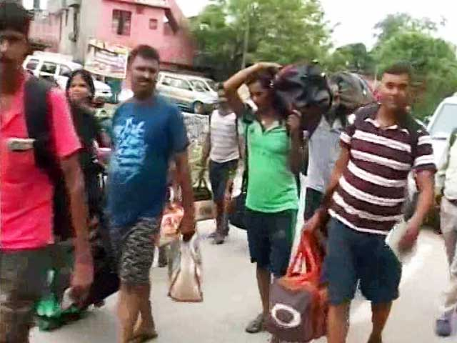Video : Rs 20,000 For An Air Ticket: How Tourists Are Paying For Kashmir Clashes