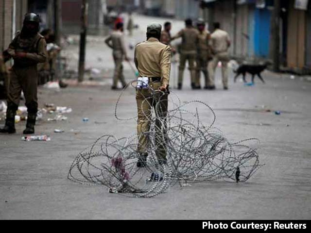 Video : 41 Dead In Kashmir, Cable TV Restored But Newspapers Gagged