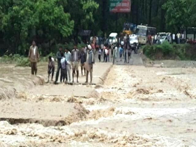 Videos : उत्तराखंड में रेड अलर्ट : भारी बारिश से 16 लोगों की मौत