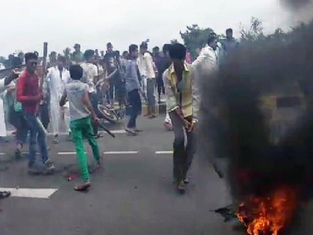 Video : गुजरात बंद के दौरान जूनागढ़ में हिंसा, 15 बसों में तोड़फोड़