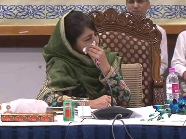 Video : Mehbooba Mufti Breaks Down In All-Party Meet On Kashmir Situation