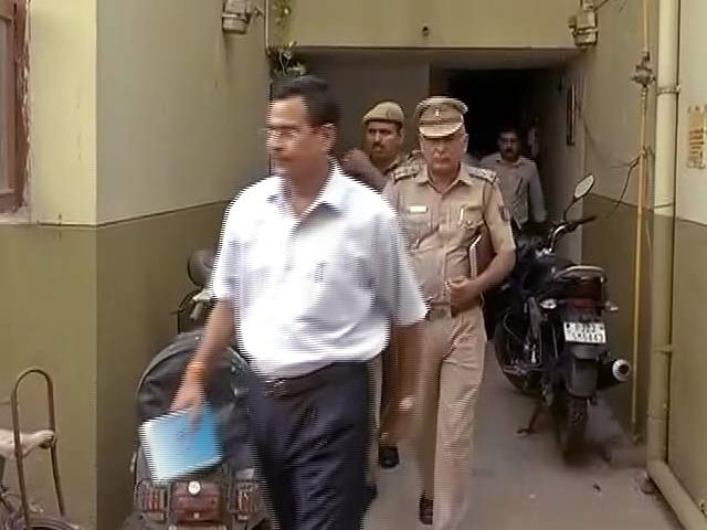 Video : मयूर विहार मर्डर केस : पुलिस का दावा-बुज़ुर्ग मृतक करता था आरोपी लड़की को 'ब्लैकमेल'