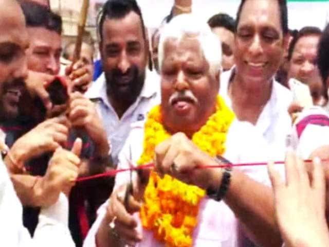 Videos : इंडिया 9 बजे : नेता को फीता काटना पसंद है!